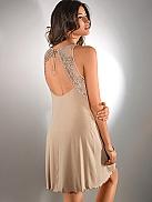 NINA VON C. Descrete Glam Nachtkleid mit verziertem Rückenausschnitt